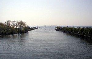 Buffalo River terminus, 2010. Wikimedia Commons, Darmon.