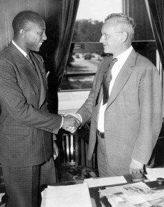 http://beltmag.com/wp-content/uploads/2014/06/Jesse_Owens_meets_Kansas_governor_Alf_Landon-238x300.jpg
