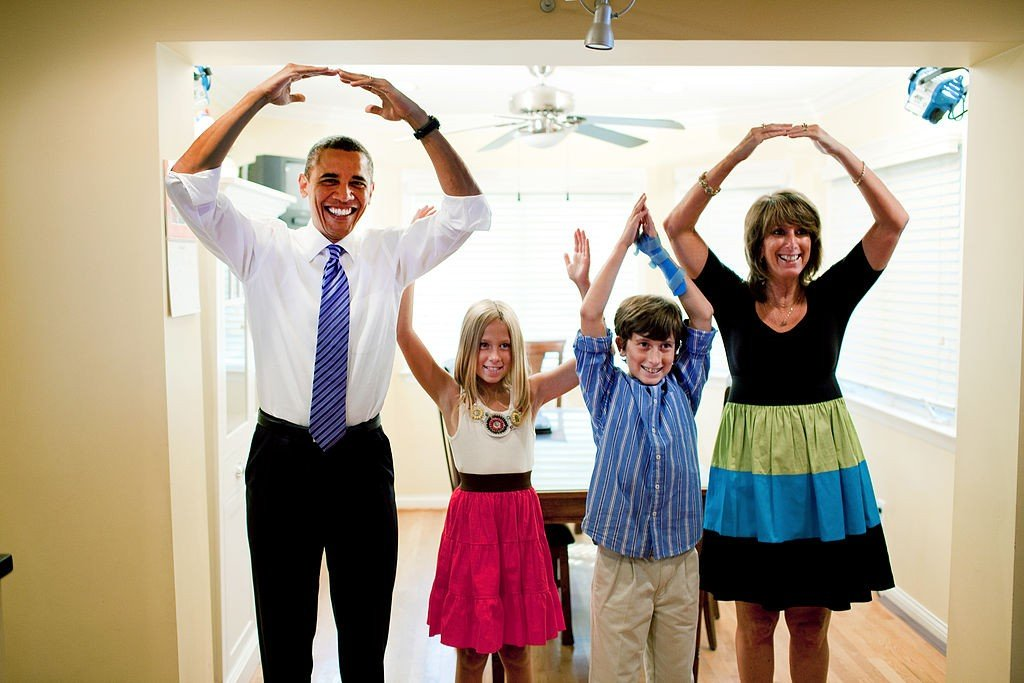 "President Barack Obama helps spell out ""Ohio"" with the Weithman family, Rachel, 9, Josh, 11, and mom Rhonda, in their home in Columbus, Ohio [credit: White House (Pete Souza), Public domain"