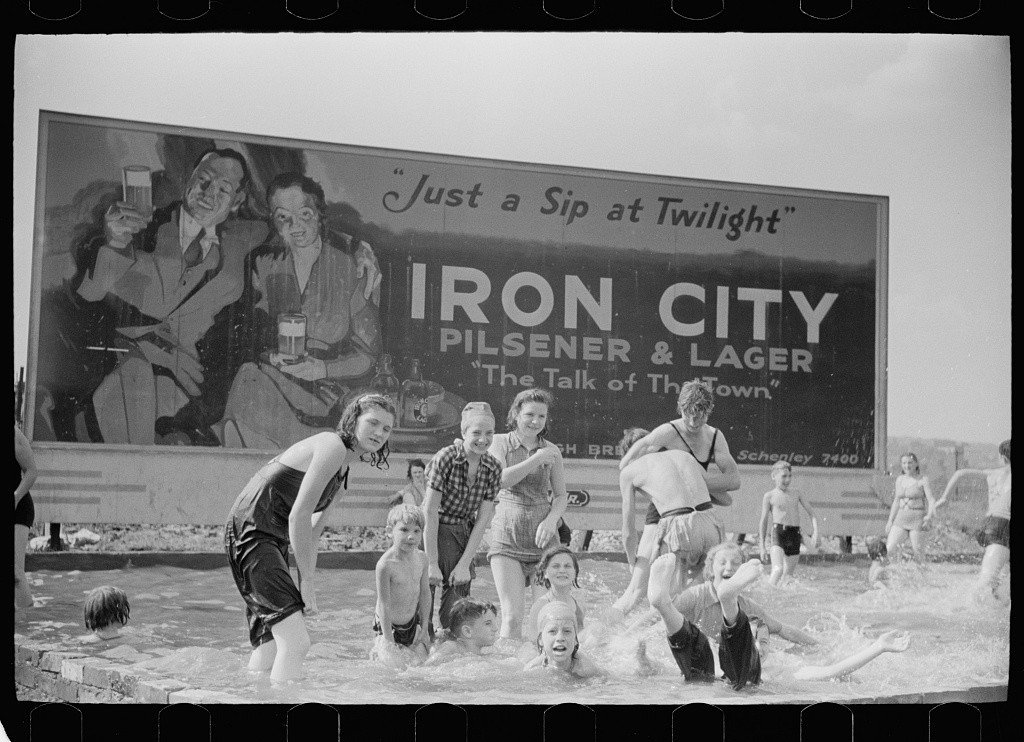 Arthur Rothstein, Homemade swimming pool for steelworkers' children, 1938.