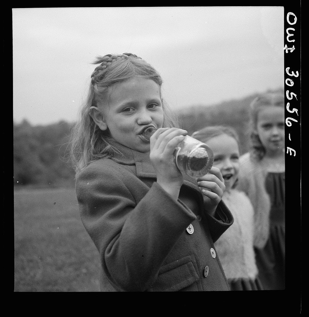 Marjory Collins, A child drinking Pepsi Cola before the service held on Memorial Day at the Lithuanian cemetery, 1943.