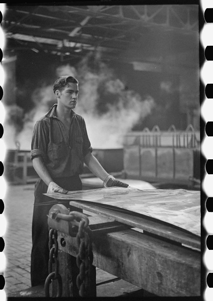 Arthur Rothstein, Steelworker at galvanizing machine, 1938.