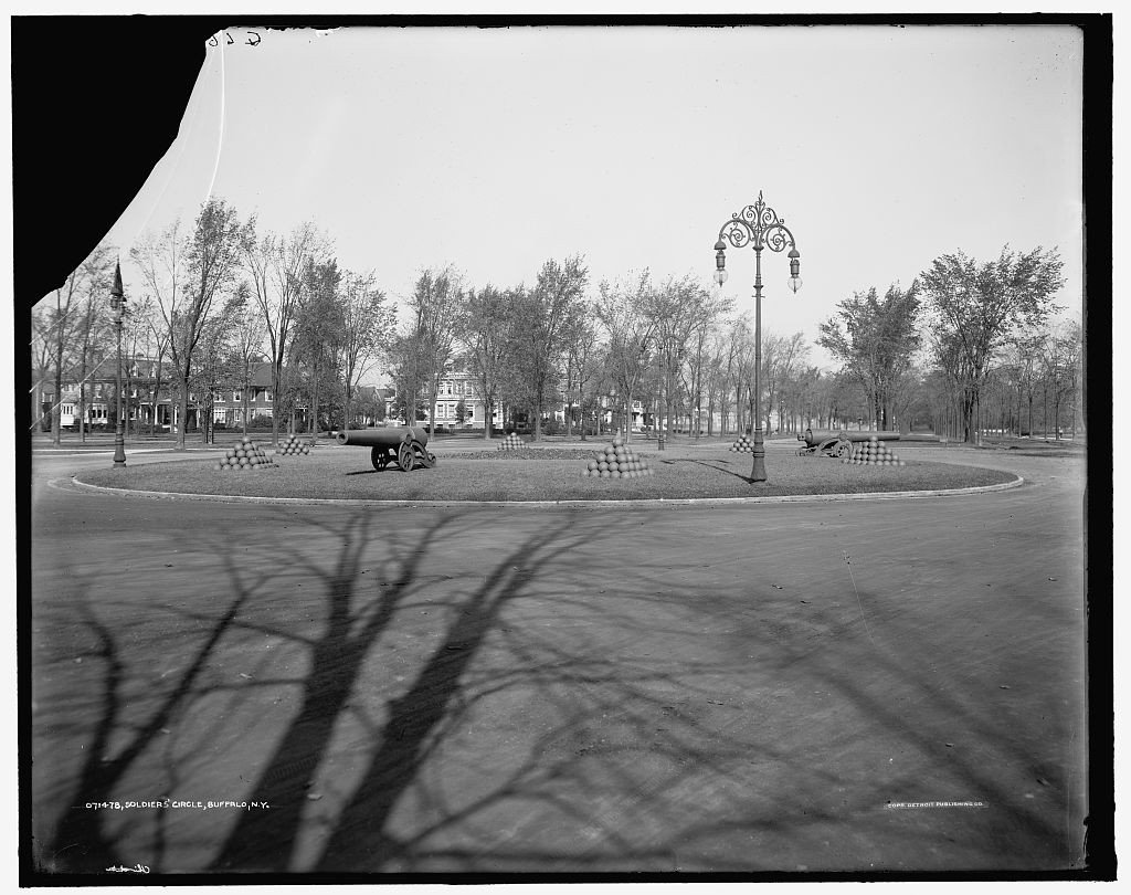 Soldiers' Circle, the central connecting point of Buffalo's parkway system [credit: Detroit Publishing Co., via Library of Congress]