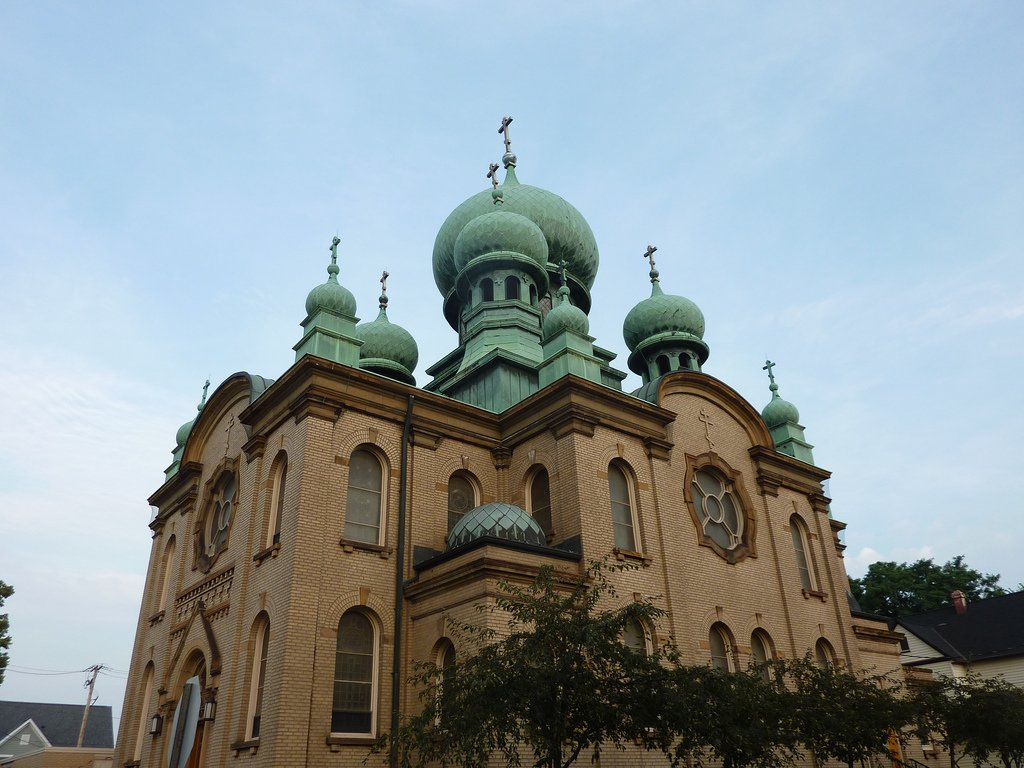 St. Theodosius Russian Orthodox Cathedral between St. Tikhon and St. Olga Ave. [credit: Eugene Kim (https://flickr.com/photos/eekim)