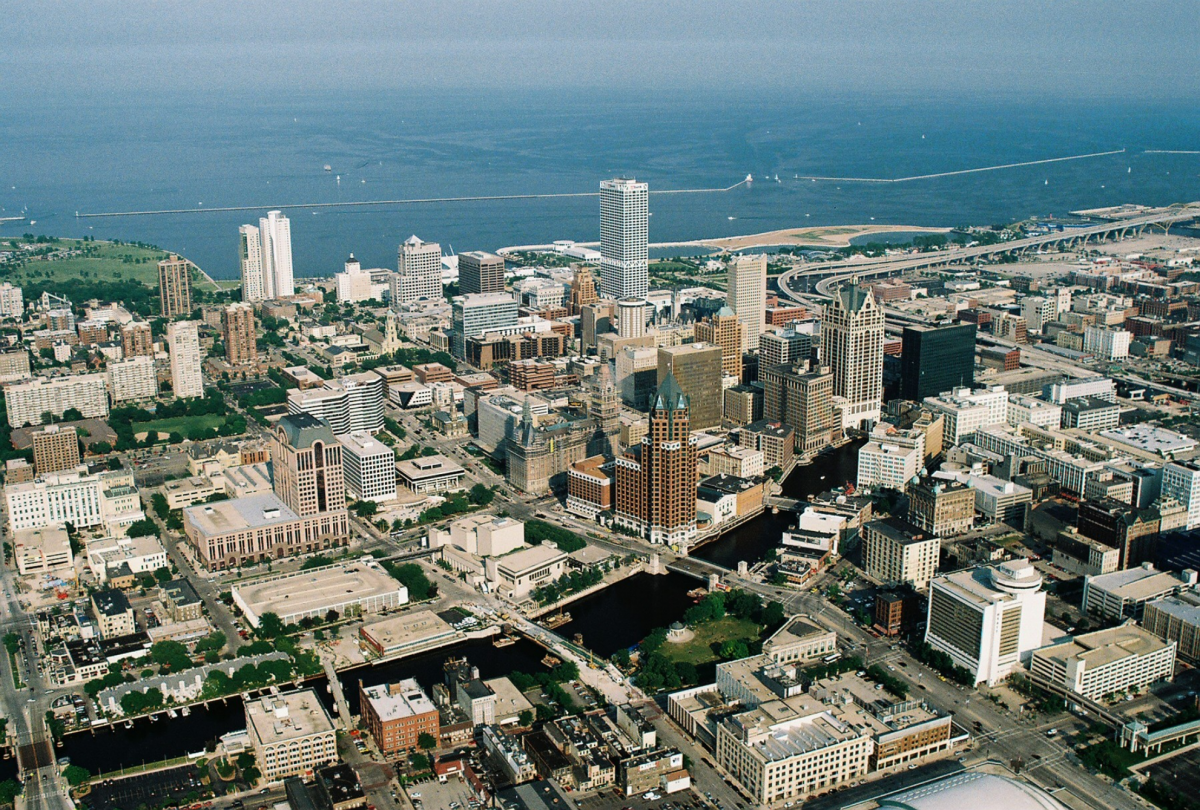 Milwaukee River_Wikimedia Commons CC